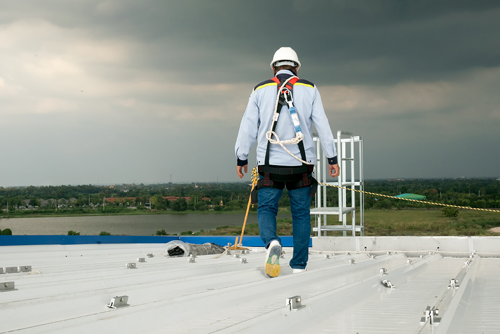 Hiring-a-Professional-for-Commercial-Roofing-in-Dallas,-TX---Why-Its-Important