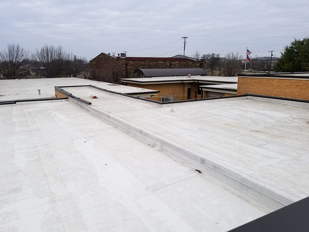 Commercial-Roofing--5-Benefits-of-Opting-for-Flat-Roofing-for-Commercial-Properties-_-Fort-Worth,-TX