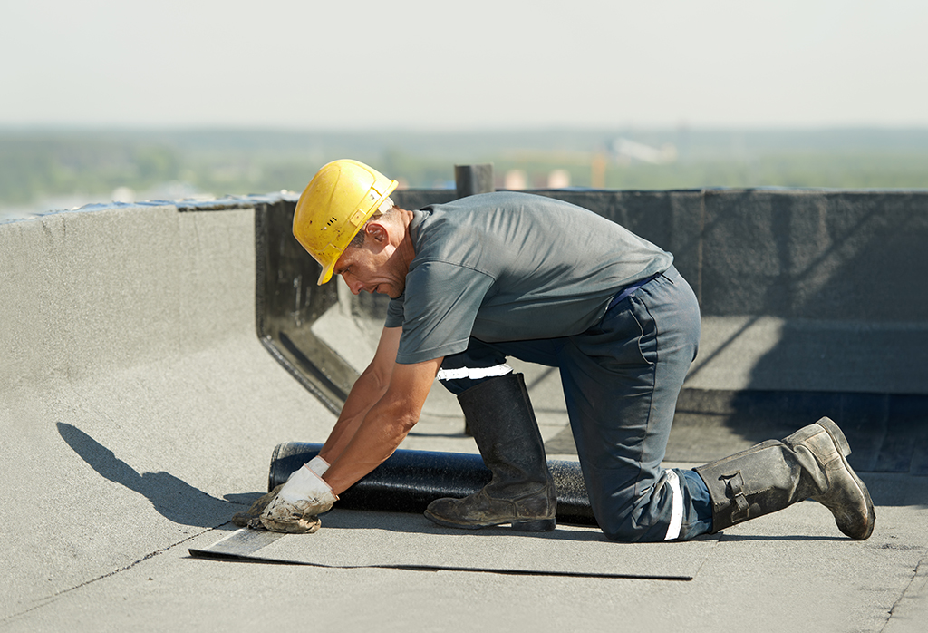 Is-It-Time-To-Repair-Or-Replace-Your-Commercial-Roofing--_-Dallas,-TX